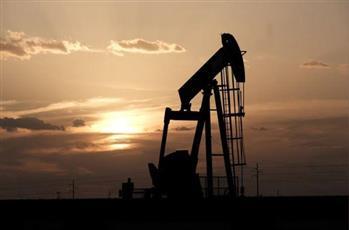 أسعار النفط تهبط بسبب توقعات بضعف الطلب ومخاوف بشأن الإمدادات