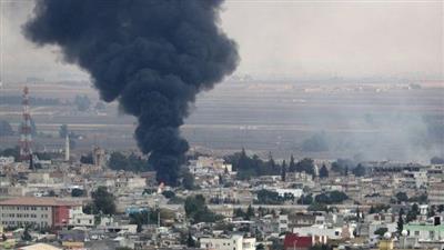 الدخان ينبعث في سماء بلدة راس العين شمال سوريا جراء هجوم تركي