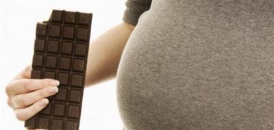 6 أسباب تدفع المرأة الحامل لتناول الشوكولاتة يومياً