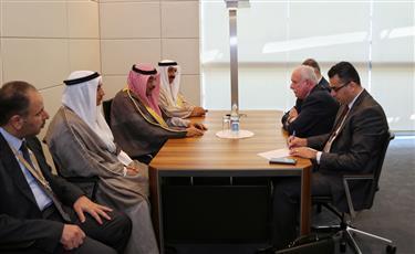 ممثل سمو الأمير، وزير الخارجية يلتقي وزير خارجية دولة فلسطين