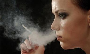 النساء يواجهن صعوبة في ترك التدخين أكثر من الرجال