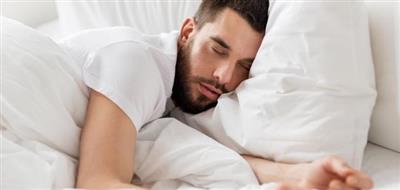 النوم العميق يخلص الدماغ من السموم