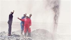 اليوم الذكرى الـ 28 لإطفاء آخر بئر نفطية أشعلها الغزو العراقي