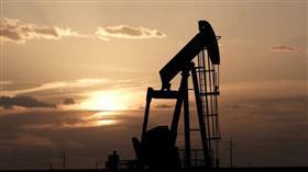 النفط يهبط أكثر من دولار للبرميل بفعل زيادة المخزون الأمريكي وتأجيل اتفاق التجارة