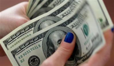الدولار يتراجع في ظل عقبة تواجه محادثات التجارة بين أمريكا والصين