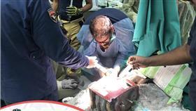 «الإطفاء»: إنقاذ يد طفل من فرامة لحم