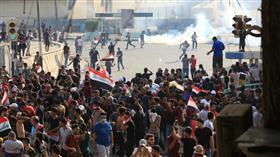 العراق.. عشرات المصابين بالغاز المسيل للدموع إثر تفريق المحتجين في بغداد