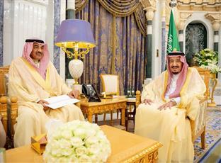 مبعوث سمو الأمير يسلم رسالة خطية إلى خادم الحرمين
