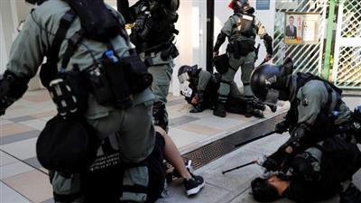 انتشار الفوضى في هونغ كونغ والشرطة تطلق النار على المحتجين