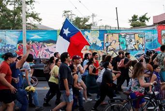 أعمال شغب واشتباكات بين المحتجين والشرطة في تشيلي
