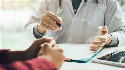 «أي حاجة».. تحيل طبيباً مصرياً لتحقيق عاجل