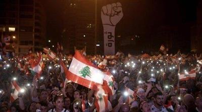 محتجون يغلقون طرقاً في لبنان بعد كلمة الرئيس عون