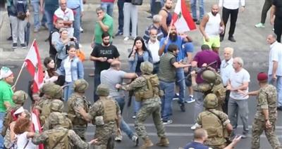 لبنان: 3 جرحى جراء اشتباك على طريق داخلي قرب جبل الديب