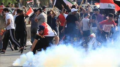 «الدفاع العراقية»: عصابات تستخدم قنابل الغاز ضد المتظاهرين