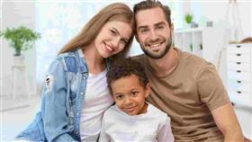 دراسة مثيرة.. تبني الأطفال يطيل عمر الزوجين