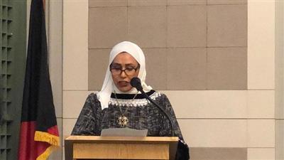 حرم مندوب الكويت الدائم لدى الأمم المتحدة تلقي كلمتها خلال الحفل