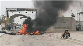 إطارات مشعلة في منفذ سفوان الحدودي بين العراق والكويت