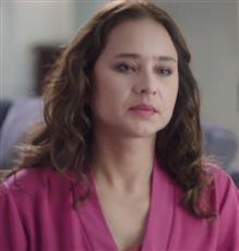 نيللي كريم تطمئن محبيها بعد استئصال ورم حميد من وجهها