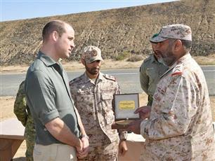 الأمير وليام يزور معسكر الشيخ سالم العلي الصباح