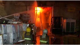 السيطرة على حريق هائل اندلع في مستودع وورشة للالكترونيات بمنطقة الري