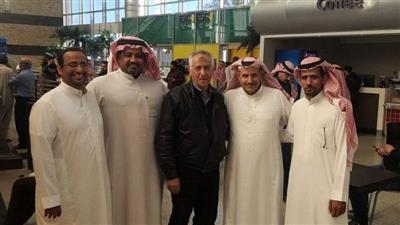 سعوديون يجسدون معنى الوفاء لمعلم مصري.. غادر المملكة منذ 30 عامًا