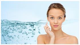 4 فوائد جمالية لماء الأكسجين.. أهمها تبييض الأسنان