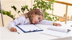 أعراض نقص فيتامين سي لدى الأطفال وكيفية تعويضه
