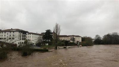 سيول ورياح عاتية تغرق عشرات آلاف المنازل في فرنسا