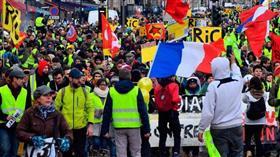 محتجو «السترات الصفراء» يتظاهرون لإدانة عنف الشرطة في فرنسا