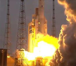 السعودية تطلق أول قمر للاتصالات الفضائية بنجاح
