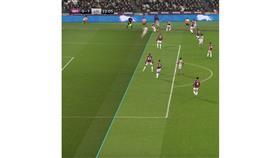 الاتحاد الإنجليزي يقرر إيقاف حكم مباراة وست هام وليفربول