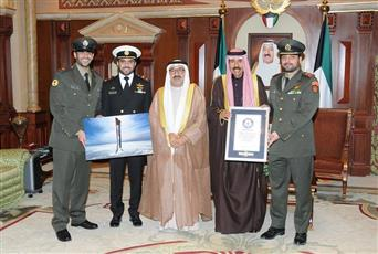 سمو ولي العهد يشيد بتسجيل ضباط كويتيين رقمًا قياسيًا في «غينيس»