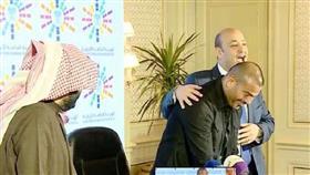 عمرو دياب وعمرو أديب وتركي آل الشيخ أثناء التوقيع