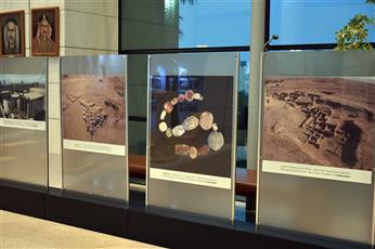 المعرض الفني «آثار وزوايا تشكيلية» يوثق آثار جزيرة فيلكا