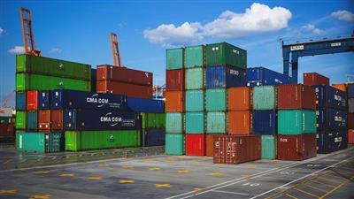 تحالفات عالمية تتنافس على إنشاء «ميناء جاف» في مصر