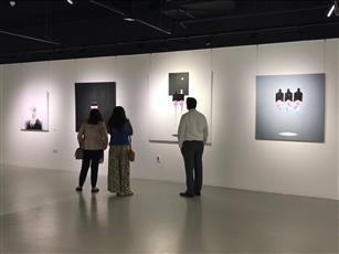 الفنان التشكيلي عبدالله العتيبي يجسد انفعالات الإنسان وتعابيره بـ«كتارا»