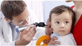 توصية بفحص حاسة السمع لدى الرضع