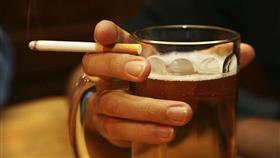 الجمع بين التدخين والكحول يدمر الدماغ