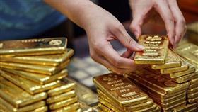 الذهب يحوم قرب أدنى مستوى في 5 أسابيع مع تعزز الدولار