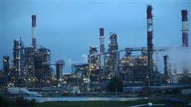 النفط يهبط 1% بفعل ضعف توقعات النمو الاقتصادي وققزة في إمدادات الخام الأمريكي