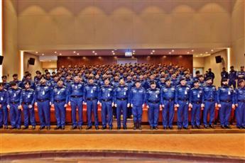 «الإطفاء» تحتفل بتخريج 143 وكيل عريف.. تخصص مكافحة ومشغل آلية