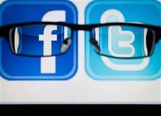 فيسبوك تستعين بتويتر لتتواصل مع مشتركيها