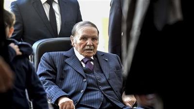 قيادي في الحزب الحاكم بالجزائر: الرئيس بوتفليقة أصبح تاريخًا الآن