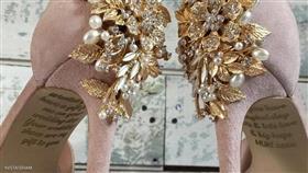 رسالة من أم ميتة على حذاء عرس ابنتها تسبب صدمة في ليلة الزفاف