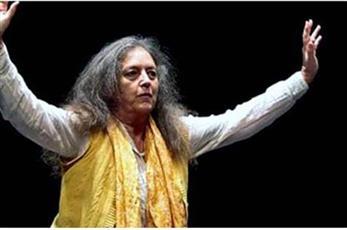 چوليا فارلي تشارك بمهرجان شرم الشيخ للمسرح الشبابي