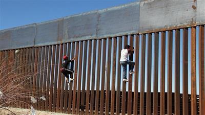 البنتاغون يوافق على صرف مليار دولار لتمويل بناء الجدار مع المكسيك