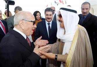 سمو أمير البلاد خلال مغادرته تونس وفي وداعه الرئيس التونسي الباجي قائد السبسي