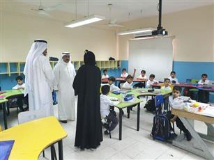 جانب من جولة وكيل وزارة التربية د.سعود الحربي على عدد من مدارس منطقة مبارك الكبير