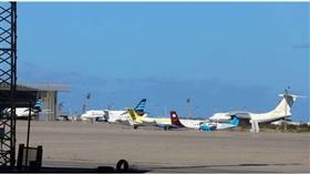 تعليق الرحلات بمطار معيتيقة في طرابلس بسبب غارة جوية