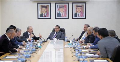 وزير الخارجية الاردني خلال لقائه أعضاء لجنة الشؤون الخارجية في البرلمان الأردني